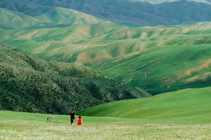 云中草原 | 我站在草原,伸手摸到天空